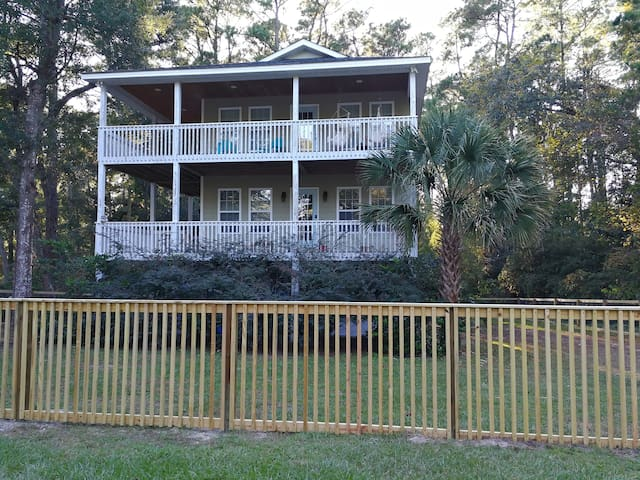 Ocean Sounds Home with Large Fenced Yard