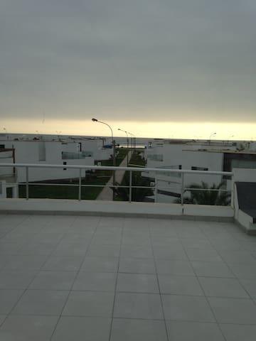 Habitación en Casa de Playa Moravia - Lima - House