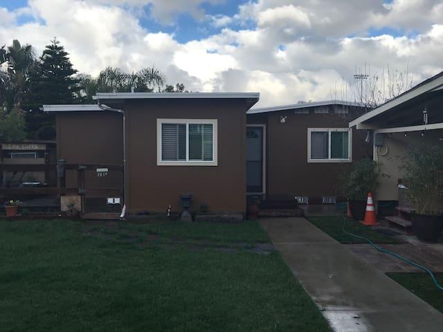 Roro's 1 bedroom house - w/kitchen/laundry/office