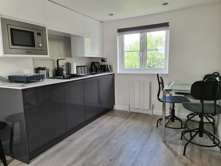 5* Self Contained Flat 1 - 4 people + Use of House