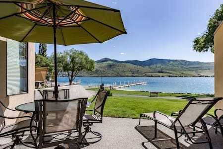 Lovely lakeside condo with views, access to shared hot tub and pools!