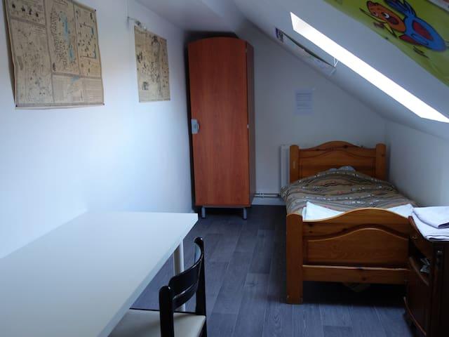Petite chambre mansardée pour une personne - Nevers - Leilighet
