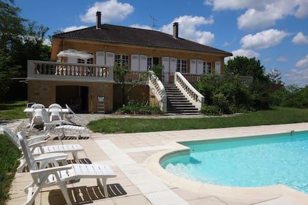 Sunny open Dordogne villa - Le Buisson-de-Cadouin