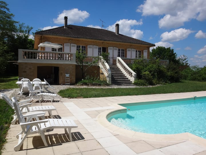 Villa with solar heated pool overlooking Dordogne