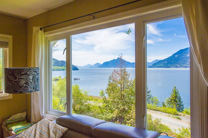 Scenic 4 Bdrm Home Along The Sea to Sky Highway