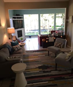Minutes to Beach,Downtown & Airport - House
