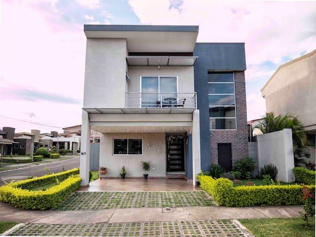 A-Habitación. casa en Condominio  SJO AEROPUERTO