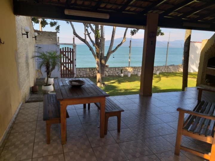 Casa em Massaguaçu, pé-na-areia!