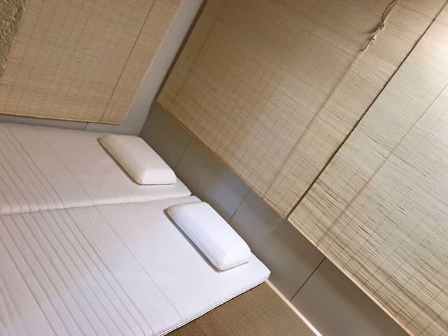 Optionnel: chambre-tatamis pour familles nombreuses ou petits groupes, 4+3 = jusqu'à 7 personnes.