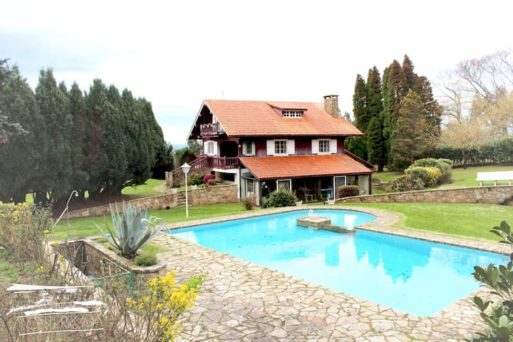 Beautiful country house, large garden bbq & pool - La Coruña - Chalet