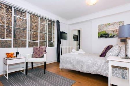 Airbnb Superhost Award Winner 2017 - BER-2B - London - Wohnung
