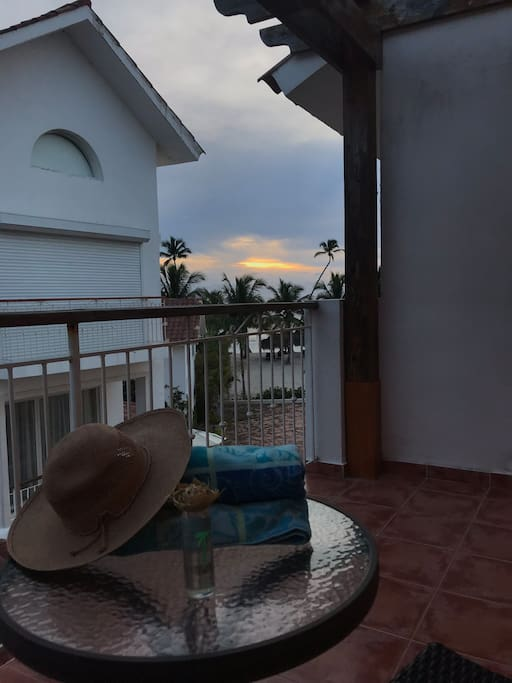 Balcony with beach view - Balcón con vista a la playa
