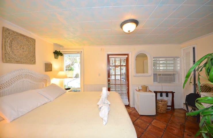 Garden House B&B - Gecko Grotto - Key West - Bed & Breakfast