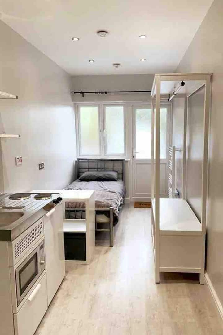 Self-Contained Private Studio in Greater London!