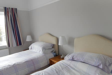 Comfortable twin room in lovely area - Meols - Wikt i opierunek