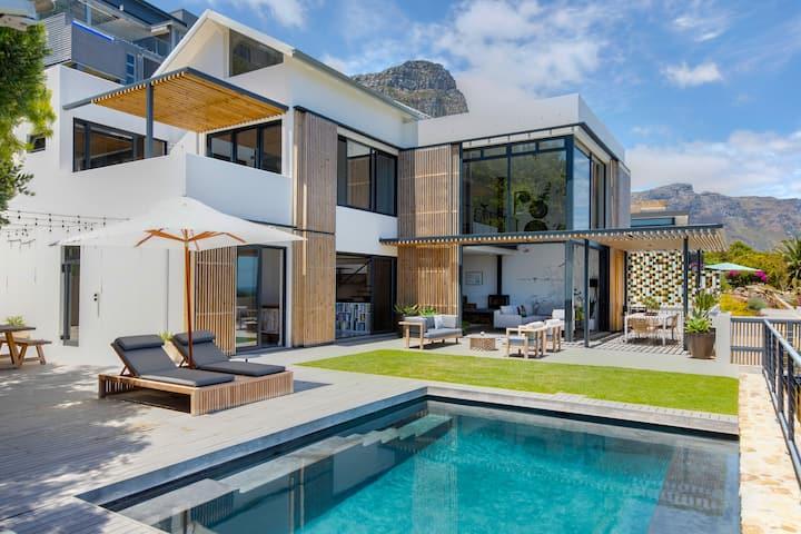 Luxury Bakoven  / Camps Bay Villa - 4 Bedrooms