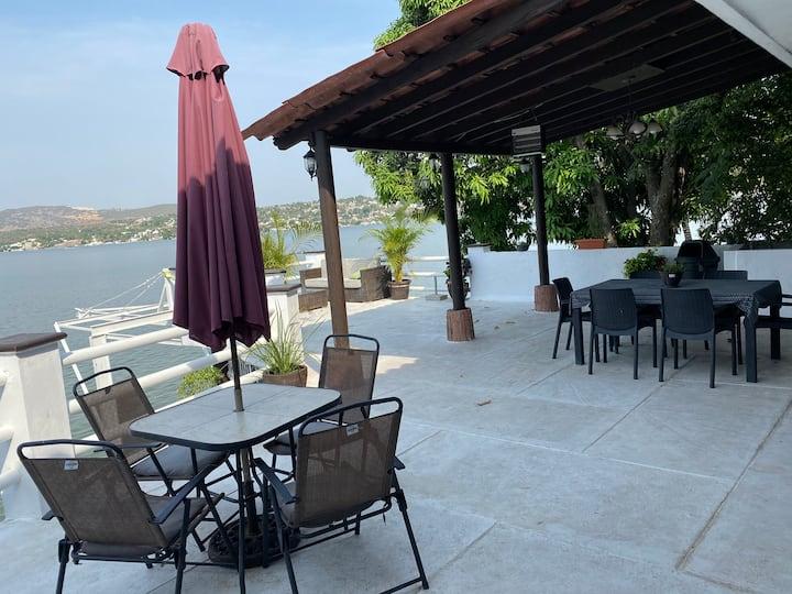 Amplia casa en el lago de Teques..  GARY'S HOUSE