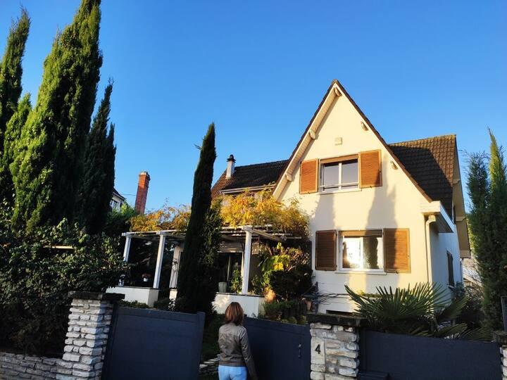 Maison dans domaine privé entre Paris et Versaille