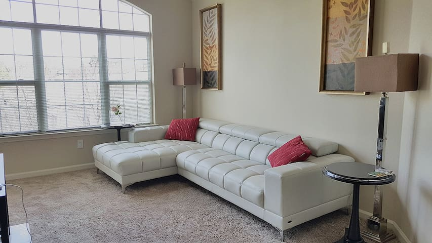 Large bedroom with Own Bathroom - Roswell - Apartment