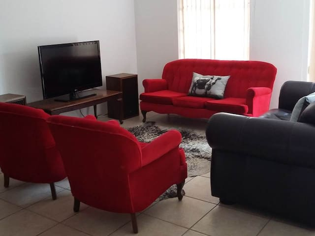 Spacious Luxury Apartment - Oudtshoorn - Wohnung