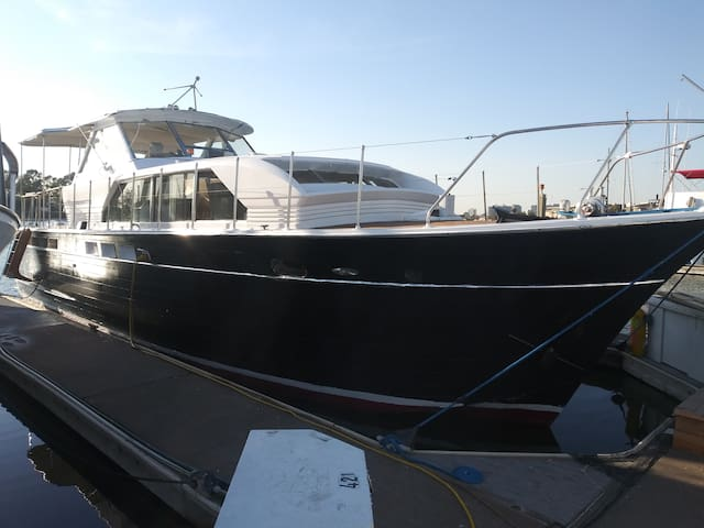 46 foot Classic Chris Craft Yacht for 2!