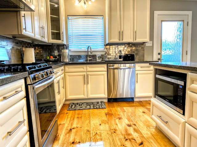 Traditional NOLA Home just 12 mins from the FQ