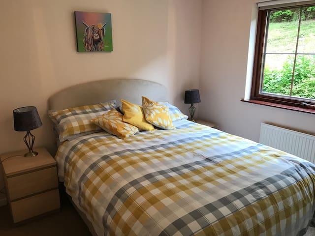 Modern, clean flat near Edinburgh Stirling Glasgow