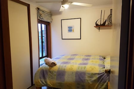 Cosy room in central Belconnen