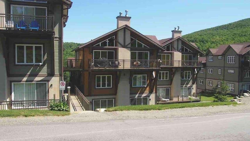 Un condo pour famille au pied du Mont Sutton!