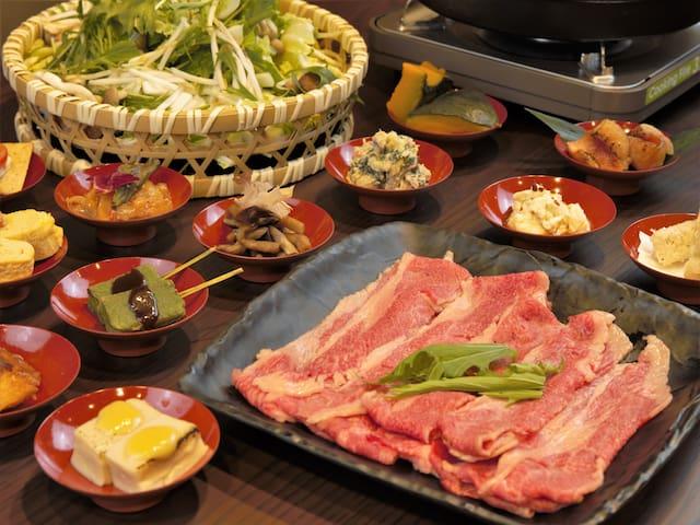 和牛しゃぶしゃぶ食べ放題 お一人当たり 夕朝二食付き ¥4,800  豚のしゃぶしゃぶ食べ放題 お一人当たり 夕朝二食付き ¥3,800  予約は2名からになります  宿泊代と別料金になります