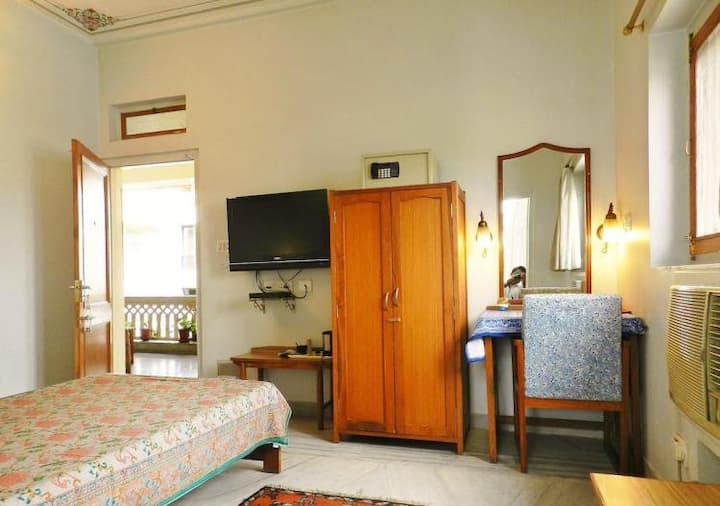Luxury rooms for single person at Banipark