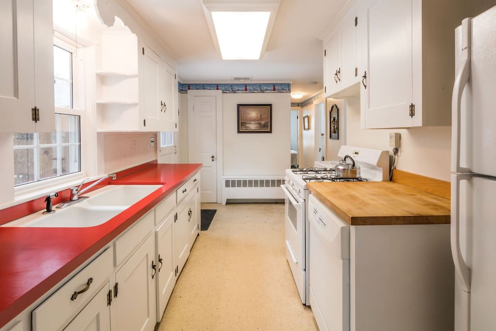 Cottage kitchen w/retro red counters!