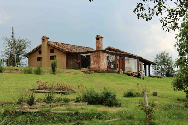 Bella cabaña en la ladera del Santuario de Iguaque