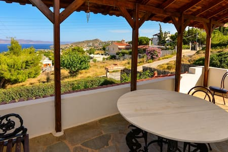 House with sea view close to Lavrio port - Rumah