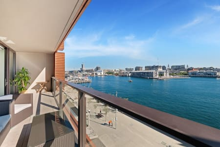 2 bedroom water view apartment in darling harbour