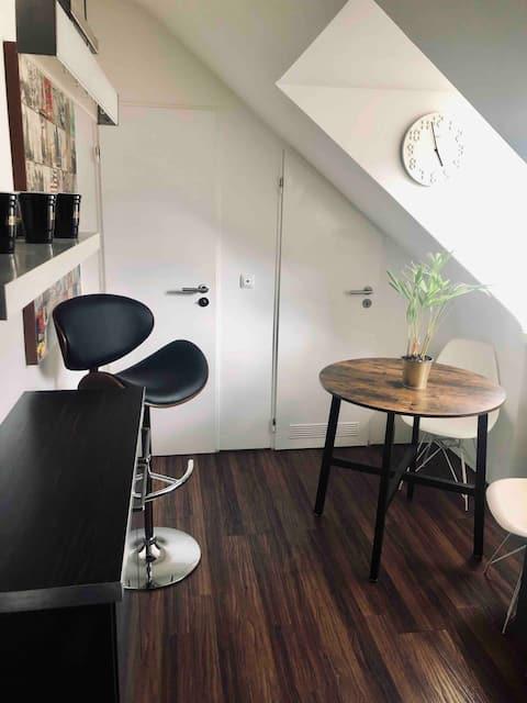 Dachgeschosswohnung Deutz mit Balkon und Workspace