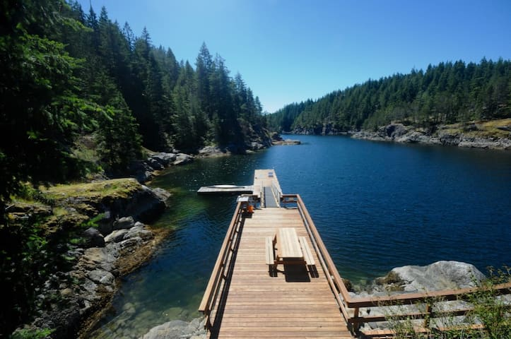 Bold Point Boathouse, Quadra Island, BC - Heriot Bay - Cottage