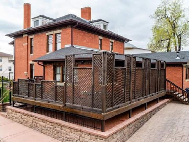 Historic 1876 two Bedroom Private Suite