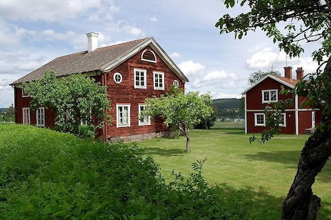 Guesthouse on Jon-Anunds overlooking Ljusnan