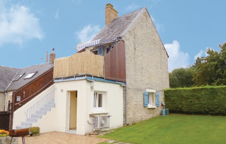 Holiday cottage with 1 bedroom on 37 m² in Fontenay-le-Pesnel