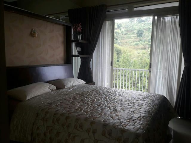 Emway Mountain & Hills view room with Balcony