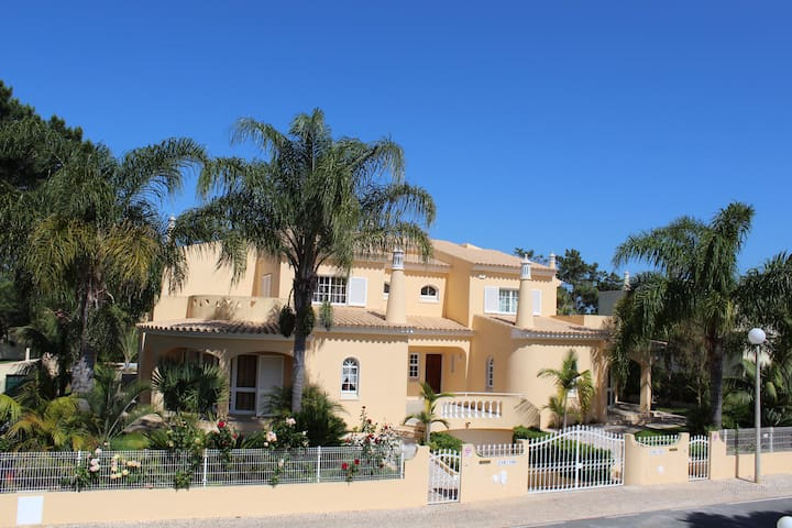 4 Bedroom Villa with private pool, garden and bbq.