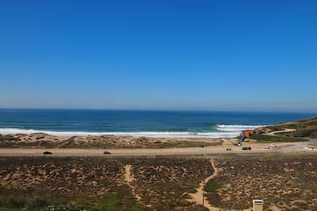 Uma vista de praia única - Apartament