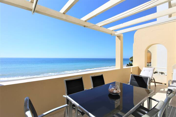 Estepona West Beachfront Apartment DILETTA