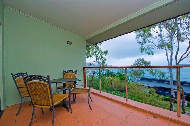 Compass Point 1 - Top Floor, 1 Bedroom Apartment