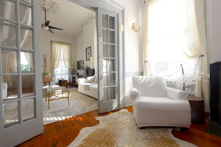 The Maxwell |5BR Sunny Historic Villa 1 Block from St. Charles
