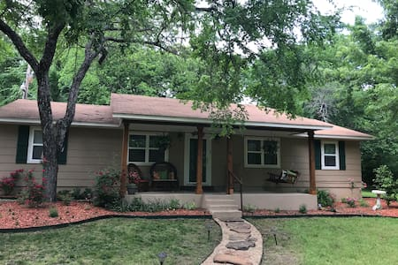 Woodlands-3 bedroom, 2 bath gem with beds for 11