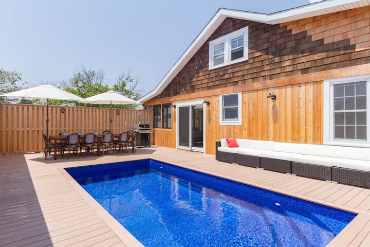Completely remodeled home w/ private pool & chefs kitchen