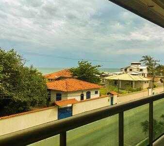Apto de frente para a praia de Itaúna