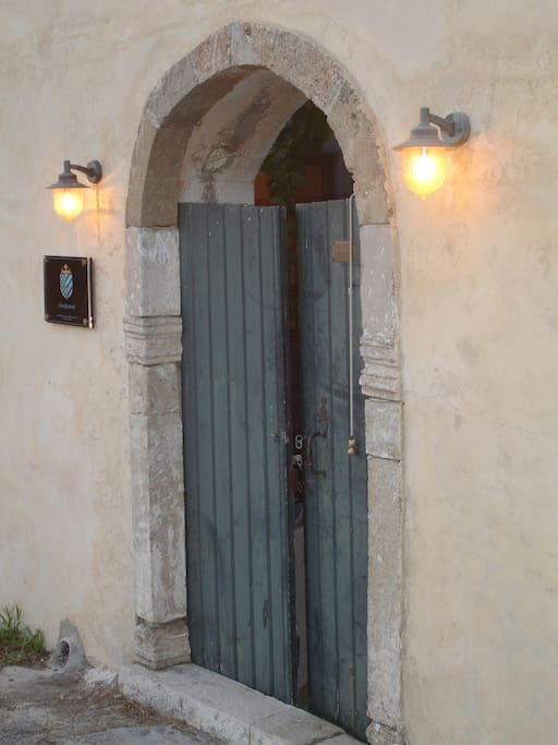 The old Medieval door to DonQuihotel's backyard
